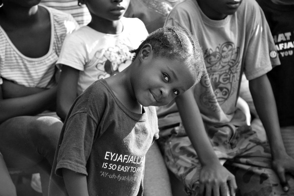 Niño joven mirando a cámara - Proyecto Recomponer el corazón de Child Heroes